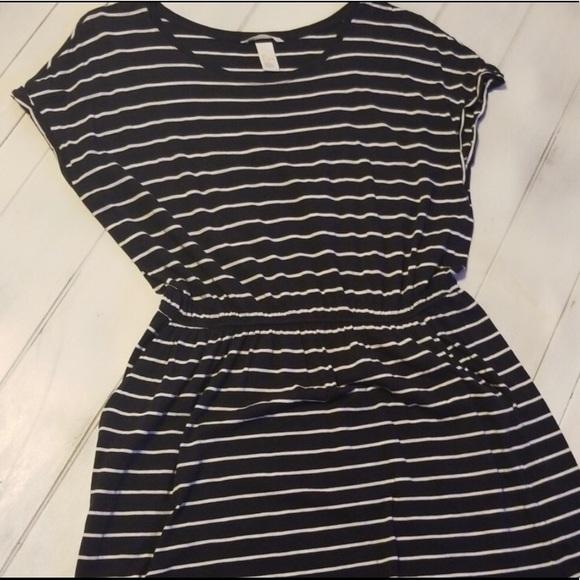 H&M Dresses & Skirts - Adorable Deep Dark Blue & White Striped Dress!